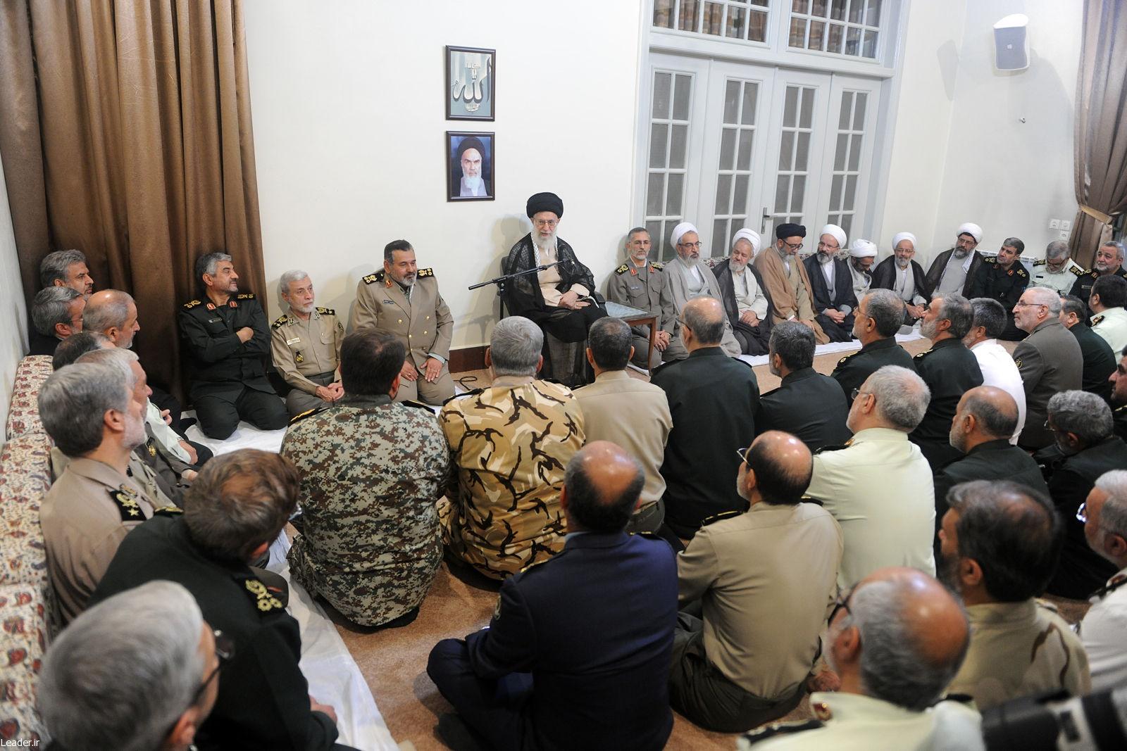 رهبر انقلاب: ایستادگی ملت ایران بسیاری از شخصیتهای دنیا را به «دفاع مقتدرانه با دست خالی» معتقد کرد