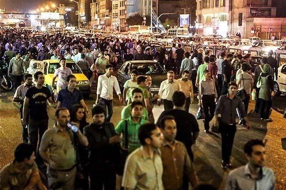 مسافران آواره مترو در خیابان آزادی