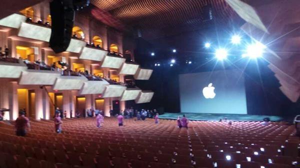 تصاویر محل برگزاری «مراسم رونمایی از آیفون6 و آی واچ» در کالیفرنیا نیم ساعت قبل از شروع