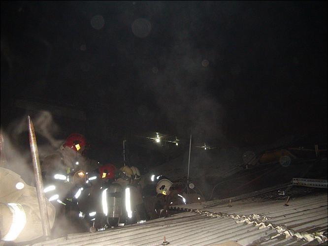 تصاویری از آتش سوزی پاساژ ساعت در بازار تهران
