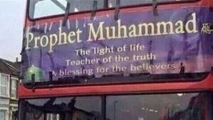 تابلو نوشته هایی با عنوان «محمد، پیامبر رحمت» بر روی اتوبوس های لندن