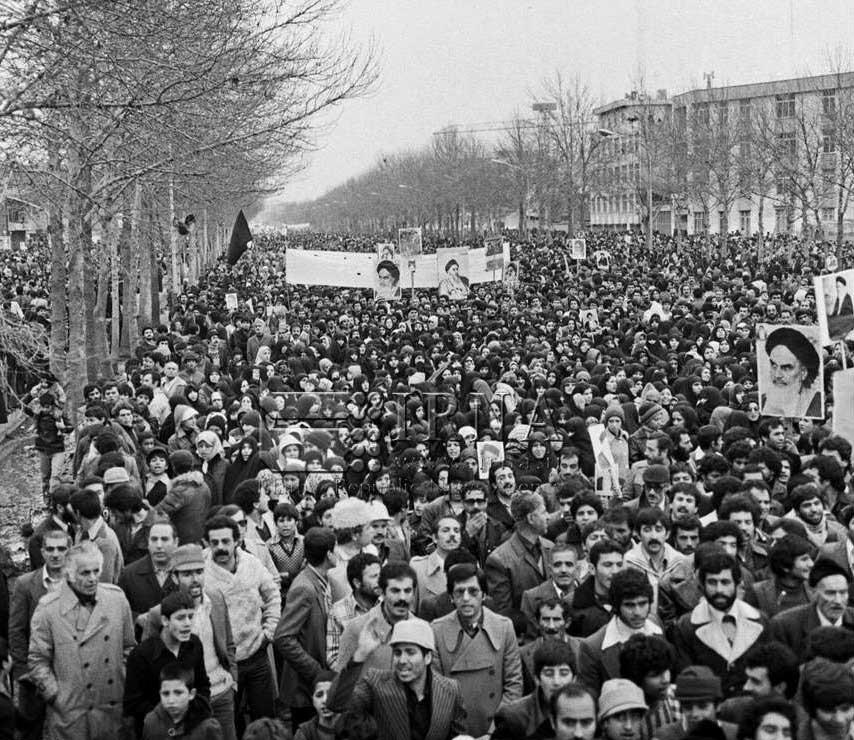 راهپیمایی میلیونی مردم در حمایت از امام خمینی (ره)