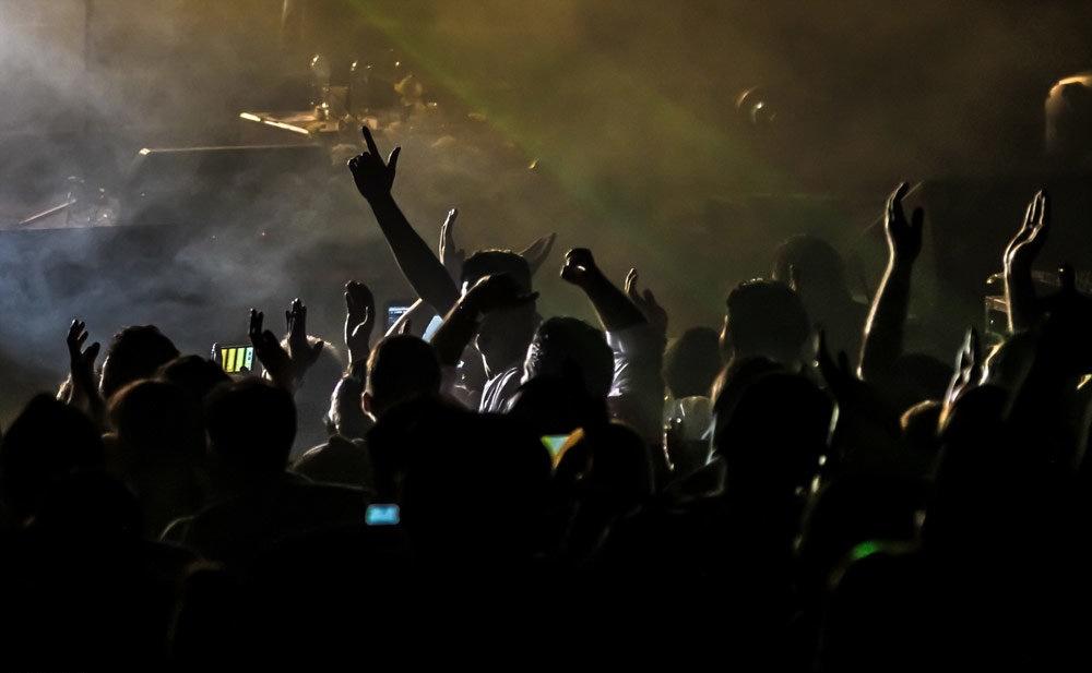 امام جمعه شهرکرد: بعضی کنسرت های موسیقی لهو ولعب و حرام است/تماشاگران هم باوضع زننده حاضر می شوند