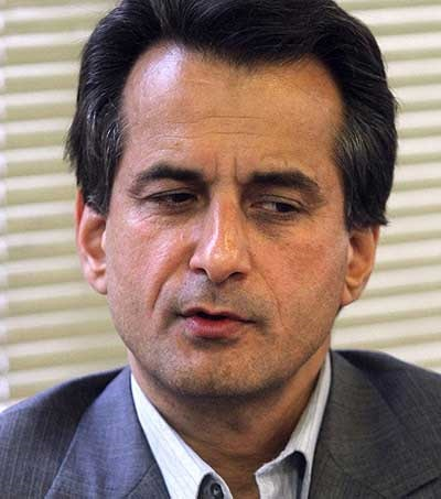 رئیس اسبق اتاق بازرگانی تهران: احمدی نژاد در پوشش اجرای اصل ۴۴ مالکیتها را به بستگانش واگذار کرد