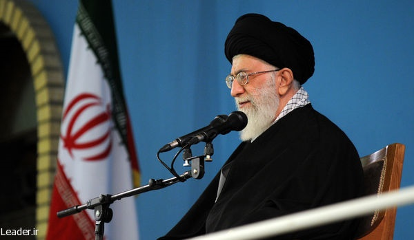 رهبر انقلاب: دولت نباید به دست بیگانه چشم بدوزد/ یک قدم عقب نشینی، پیشروی دشمن را به دنبال میآورد