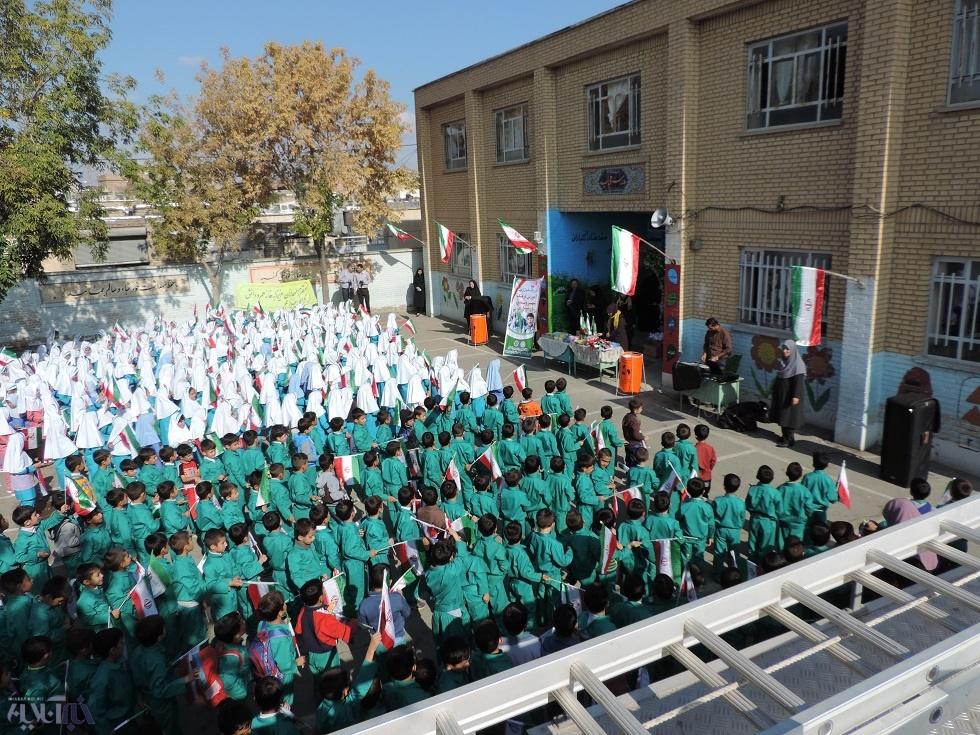 با حضور گروه ناجیان نبض زمین ، زنگ بازیافت در مدارس ارومیه نواخته شد