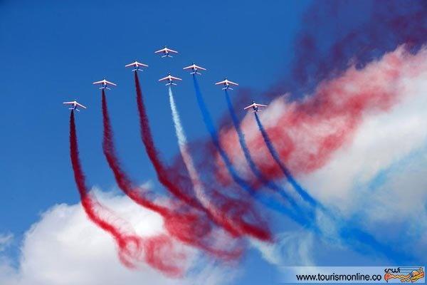 پرواز نمایشی زیبای جت ها در آسمان پاریس