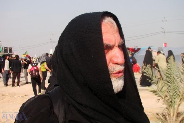 تصاویر کمتر دیده شده از شهید همدانی در راه کربلا در اربعین سال گذشته