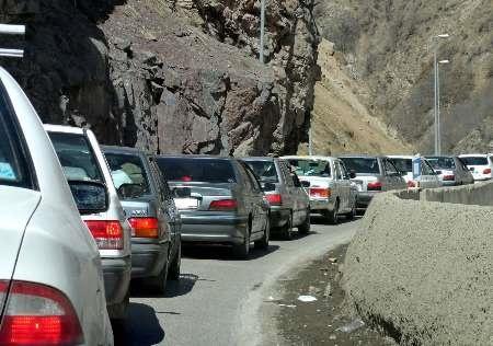 واژگونی پیکان ترافیک سنگین در جاده چالوس ایجاد کرد