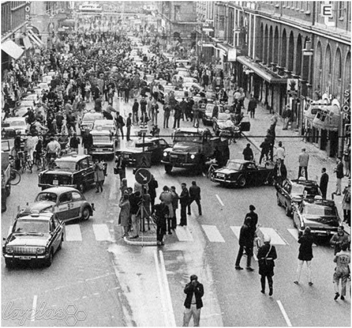اولین صبح سوئدیها پس از اعلام تغییر رانندگی از سمت چپ به سمت راست/ عکس