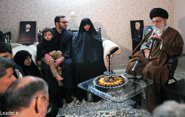 حضور رهبر انقلاب در منزل شهید همدانی/تشییع کمنظیر این شهید  جلوه پاداش الهی در قبال اخلاص او بود