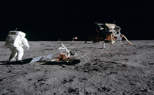 تصاویر دیده نشده از زندگی اولین گروه اعزامی به کره ماه