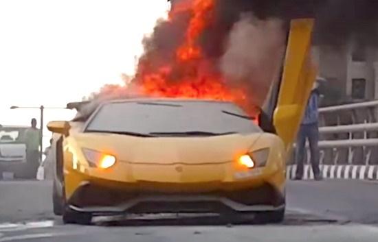 آتش گرفتن لامبورگینی 400هزار دلاری در دبی