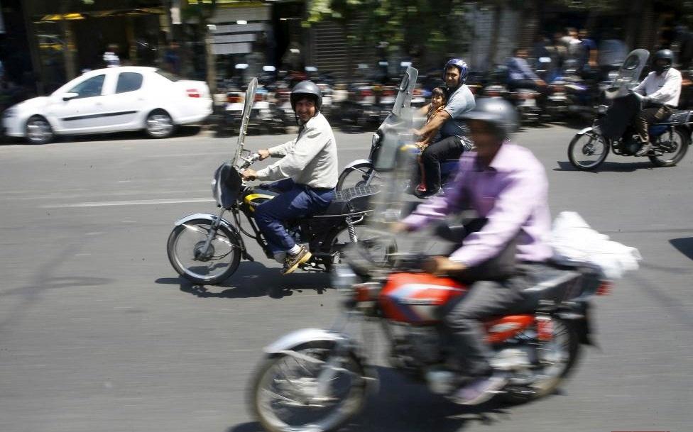 قیمت موتورسیکلت الکتریکی ارزان قیمت بازار تهران از قاب رویترز   آفتاب