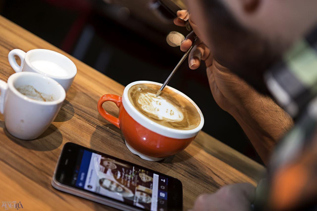 مسابقه قهوهبازها در تهران/ نقاشی روی قهوه با شیر