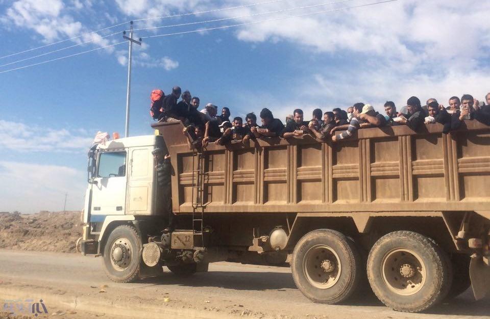 تریلی سواری زائران اربعین در خاک عراق