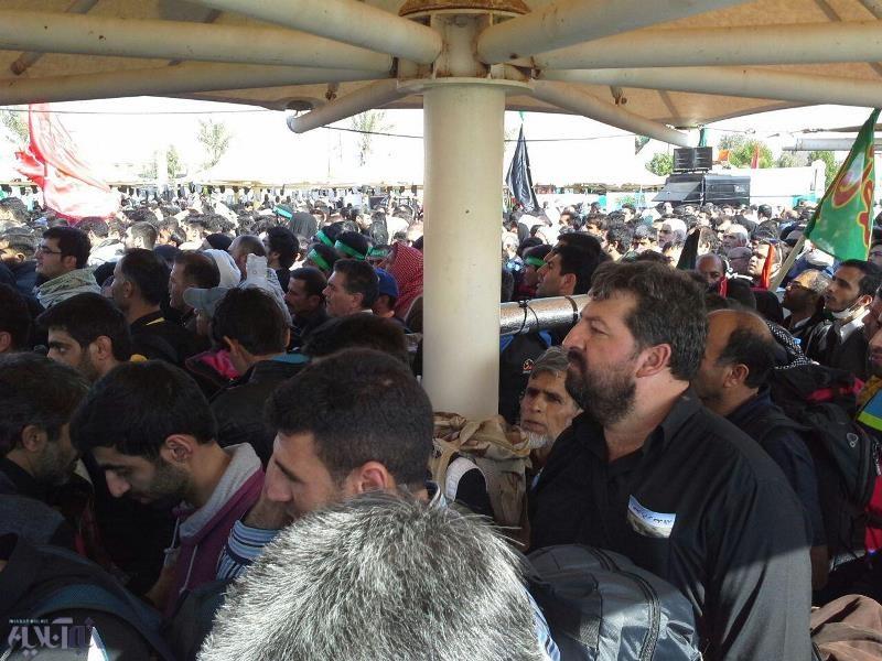 تبدیل شدن شهر مهران به پارکینگ!/ ازدحام زائران در مرز ایران و عراق/ بازداشت ۳۰۰زائر بدون ویزا