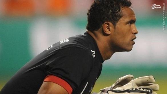 فوتبالیست هایی که در زندان آب خنک خوردند