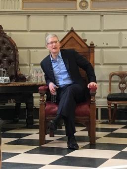 جملات حاشیهای مدیر اپل علیه سرفیس بوک مایکروسافت