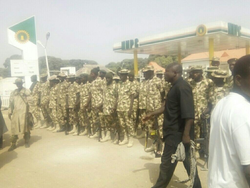 تصاویری از حمله مرگبار به منزل رهبر شیعیان نیجریه