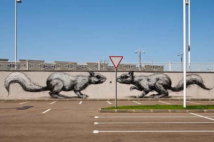 نقاشیهای عجیب بر ساختمانهای مسکو