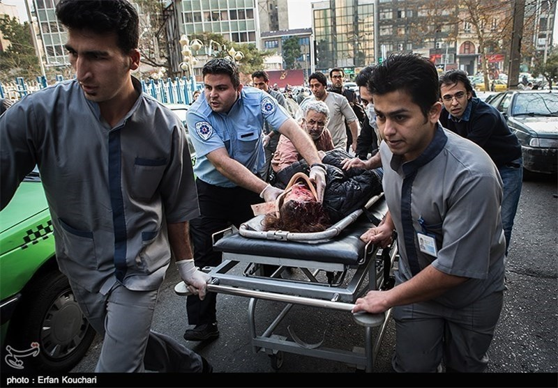 روایتهایی از تصادفخونین دخترجوان مقابل بیمارستانی در تهران/آمبولانس دیر رسید یا بیمارستان پذیرشنکرد؟