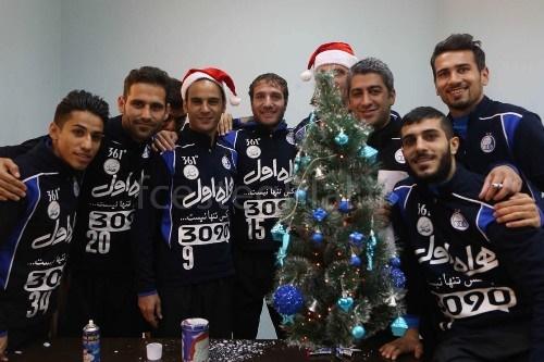 15-12-25-167301034 استقلالی ها بابانوئل شدند + تصاویر