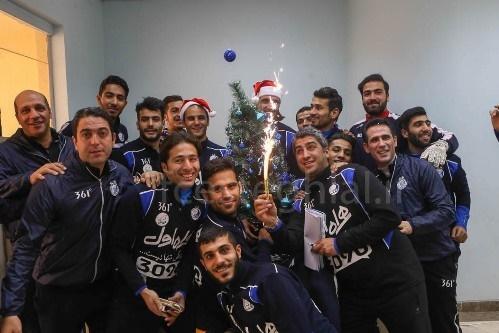 15 12 25 168361045 - استقلالی ها بابانوئل شدند + تصاویر