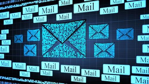 کدام دولتها ایمیل کاربران خود را چک میکنند؟