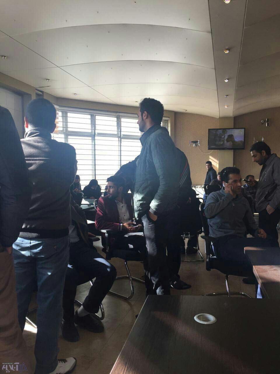 دفتر مرکزی شرکت پدیده شاندیز در مشهد به تسخیر طلبکاران درآمد/تحصن تا تعیین تکلیف