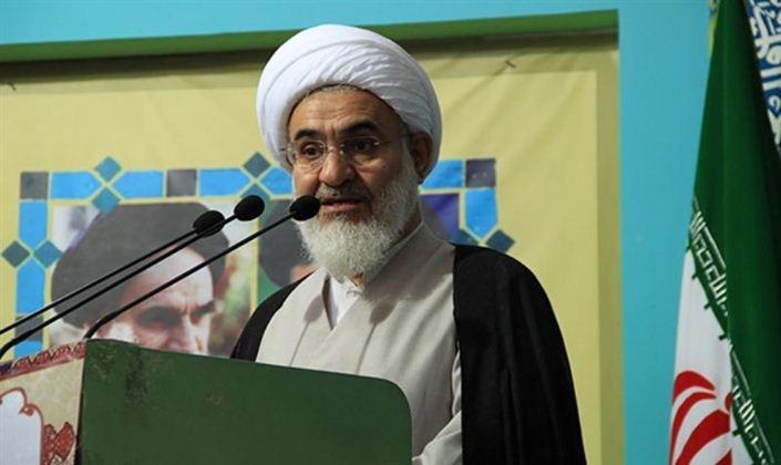 امام جمعه قزوین خطاب به استاندار: مراقب اطرافیان خود باشید/ انتصابات شما نگران کننده است