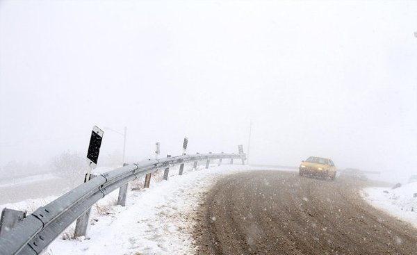 برف و باران و ترافیک سنگین در جادهها/ کدام جادهها مسدود است؟/ امدادرسانی به ۴۲ هزار نفر