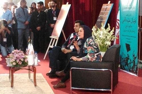 رونمایی از چاپ جدید «فوتبال علیه دشمن»در اهواز/عادل فردوسی پور در کنار فاطمه معتمد آریا