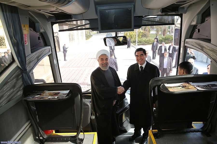 اتوبوسی که روحانی به رییس جمهور ترکمنستان هدیه داد