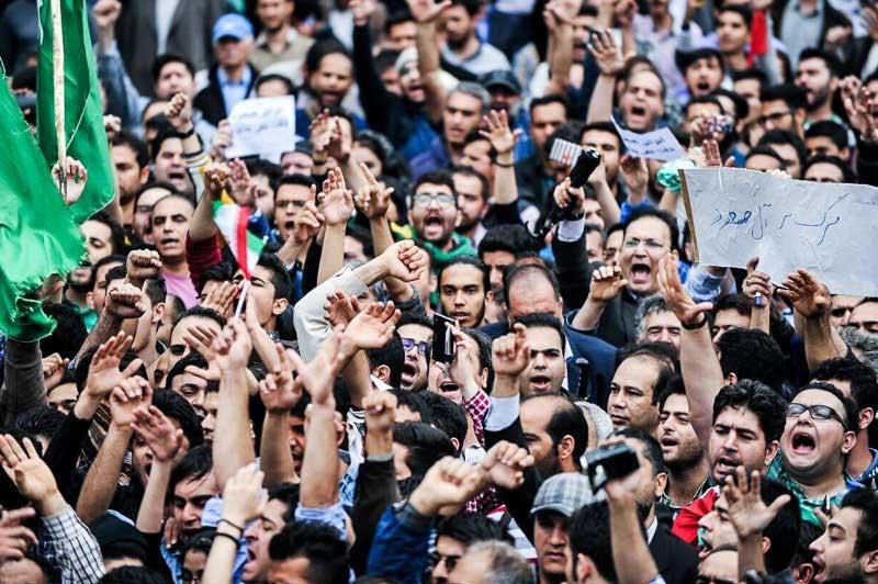 تصاویری از تجمع اعتراضی مردم مقابل سفارت عربستان در تهران