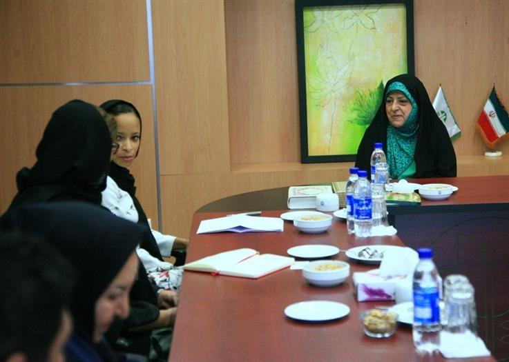 دیدار ابتکار با رییس دفتر منطقه ای یونسکو در تهران/ درخواست برای ثبت میراث طبیعی جهانی هیرکان و حرا