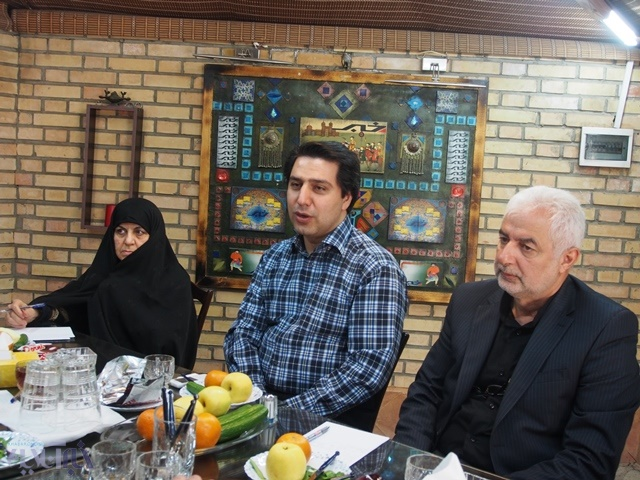 در میزگرد ایمنی غذا بیان شد: هنوز معلوم نیست سبزیها آلوده باشند/ سفره ایرانی از سالم ترین سفره هاست