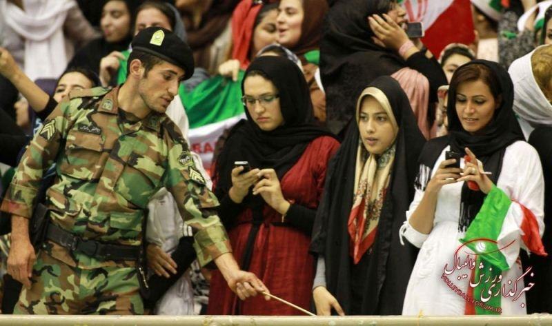 خانم ها امسال برای تماشای مسابقات، به ورزشگاه ها می روند؟/ وزارت ورزش و جوانان: احتمالش زیاد است