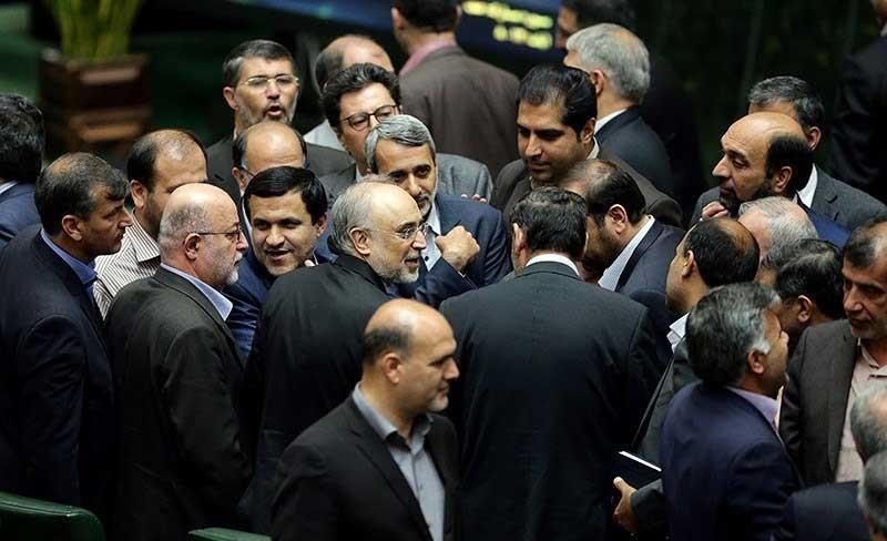 """درخواست تعدادی از نمایندگان از ظریف: """"فکت شیت"""" ایران را منتشر کنید"""