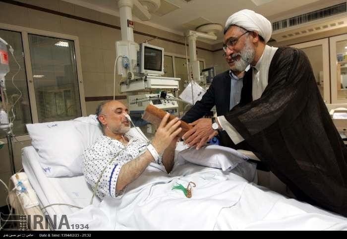 هدیهای که پورمحمدی به صالحی در بیمارستان داد