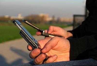 پاسخ سه اپراتور تلفن همراه به یک پرسش: چرا آنتن دهی ضعیف است؟