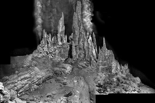 حیات اولیه از اینجا شروع شد: برجهای 22 متری و فوارههای آب 400 درجهای