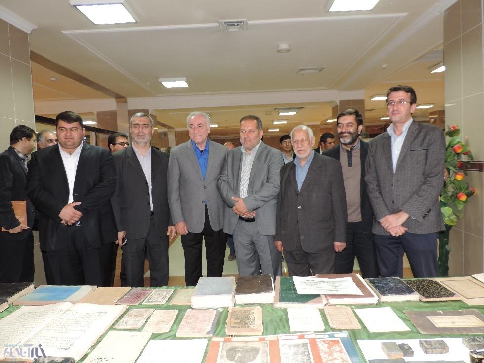 گزارش تصویری اهدای صدها کتاب خطی به کتابخانه مرکزی ارومیه