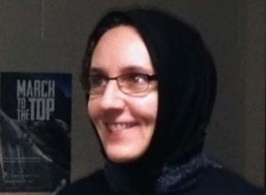 روسری سر کردن استاد دانشگاه کانادا برای مبارزه با سکولاریسم