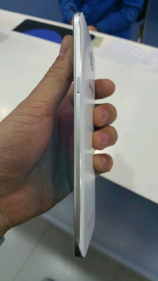 تصاویر جدید لورفته از گلکسی A8 سامسونگ با نمایشگر 5.7 اینچی