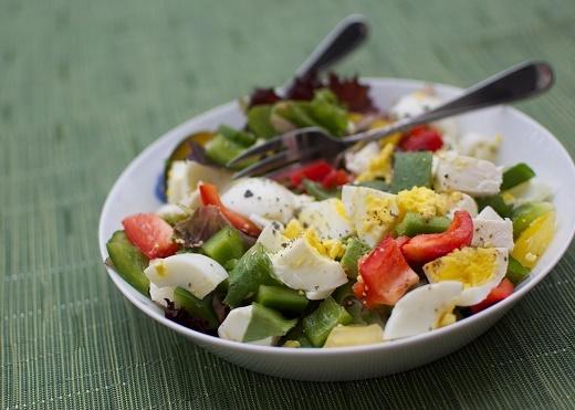 سالمترین رژیم کاهش وزن: سالاد سبزیجات با تخممرغ