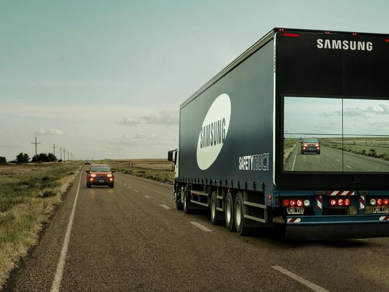 تصاویر فوقالعاده از ابداع جالب سیستم تبلیغاتی سامسونگ در جادههای برونشهری