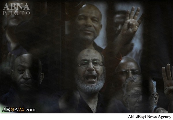 شادمانی مرسی و یارانش در قفس