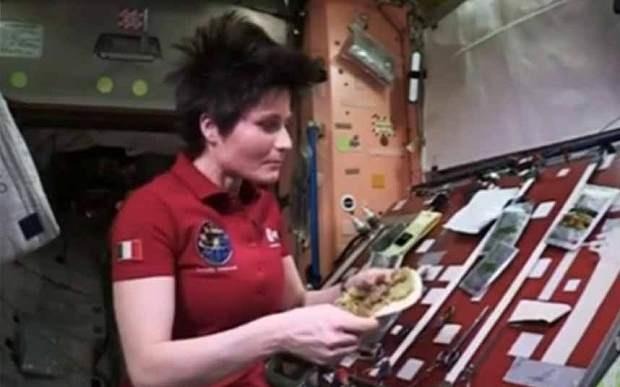 فضانوردان چطور در ایستگاه فضایی خوراک برنج و مرغ درست می کنند؟