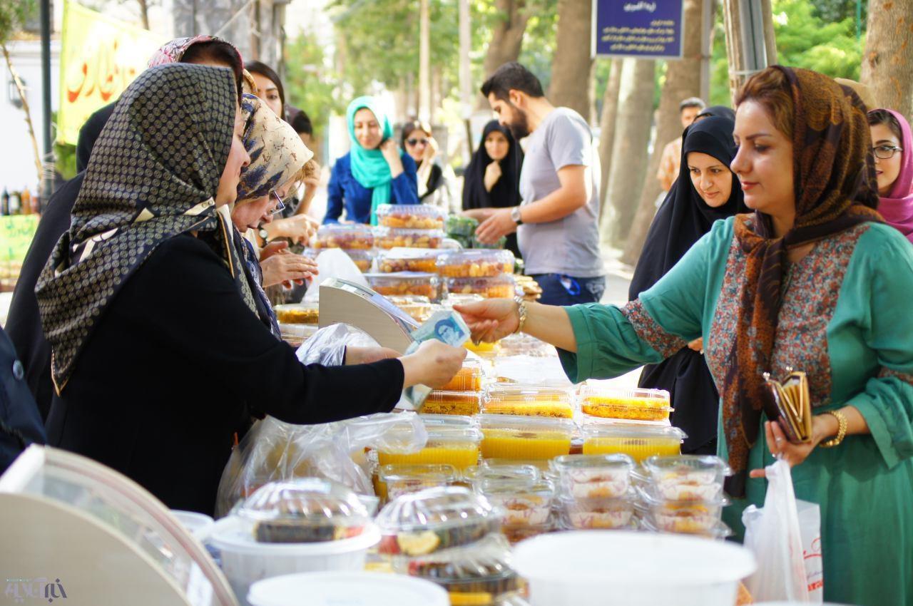 دومین بازارچه خرید و فروش غذا بنفع بیماران سرطانی در ارومیه برگزار شد